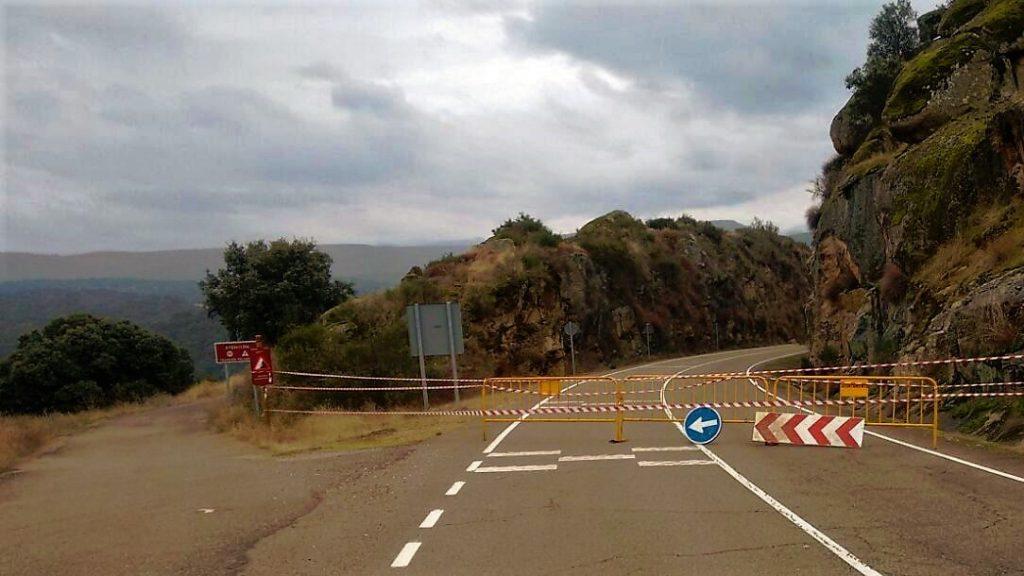Carretera cortada en Mesas de Ibor