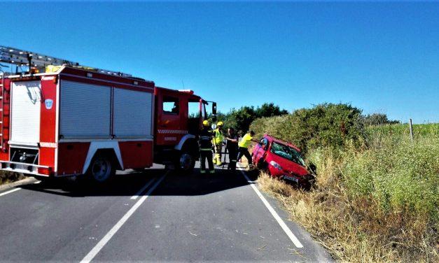 Un vehículo se sale de la vía en Peraleda