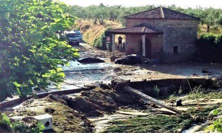 La presa de Valverde de la Vera revienta e inunda las calles