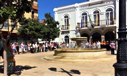 Moralos se concentran en la plaza por los atentados de Barcelona