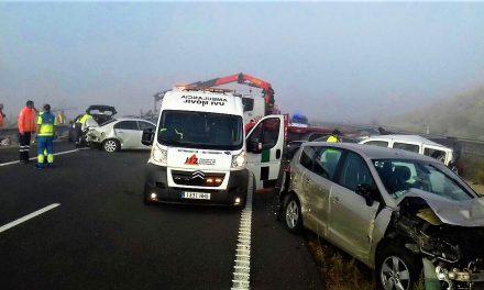 Al menos 45 vehículos colisionan en la EX-A1