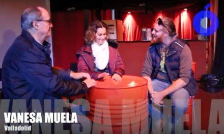 Vanesa Muela guía a los docentes moralos con la percusión tradicional