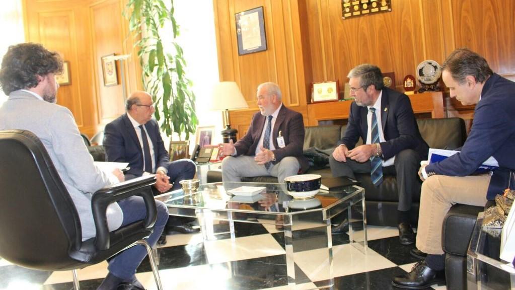 Rafael Mateos insiste al director general de la Policía en una mejora del servicio de renovación del DNI