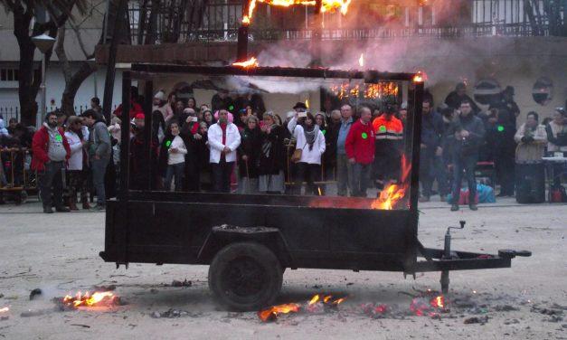 El entierro de la Sardina y los fuegos artificiales finalizan el Carnavalmoral 2018