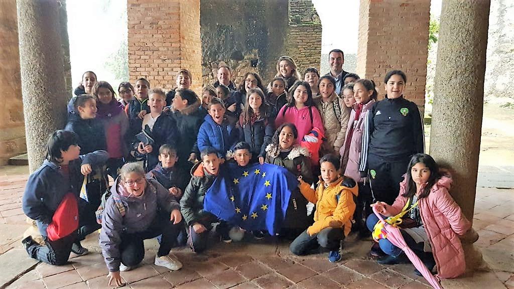 Alumnos y profesores de los colegios moralos visitan la Fundación Yuste