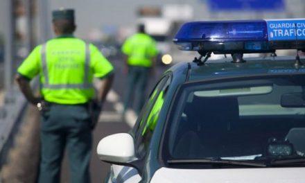 Tres varones policontusionados en un accidente en las Cuestas de Valdehúncar