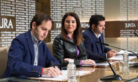 La Junta y Cruz Roja firman un convenio para atender a extremeños en el extranjero