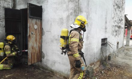 Arde el transformador del aserradero de Navalmoral