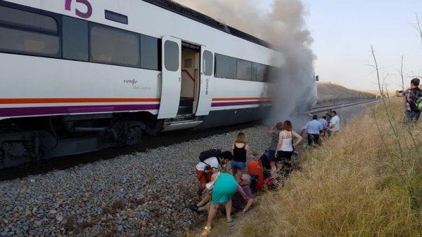 Incendio en el tren Madrid-Huelva, por Extremadura, a la altura de Torrijos (Toledo)
