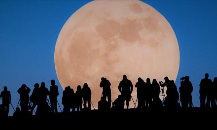 No te pierdas esta noche el eclipse lunar total más largo del siglo XXI.
