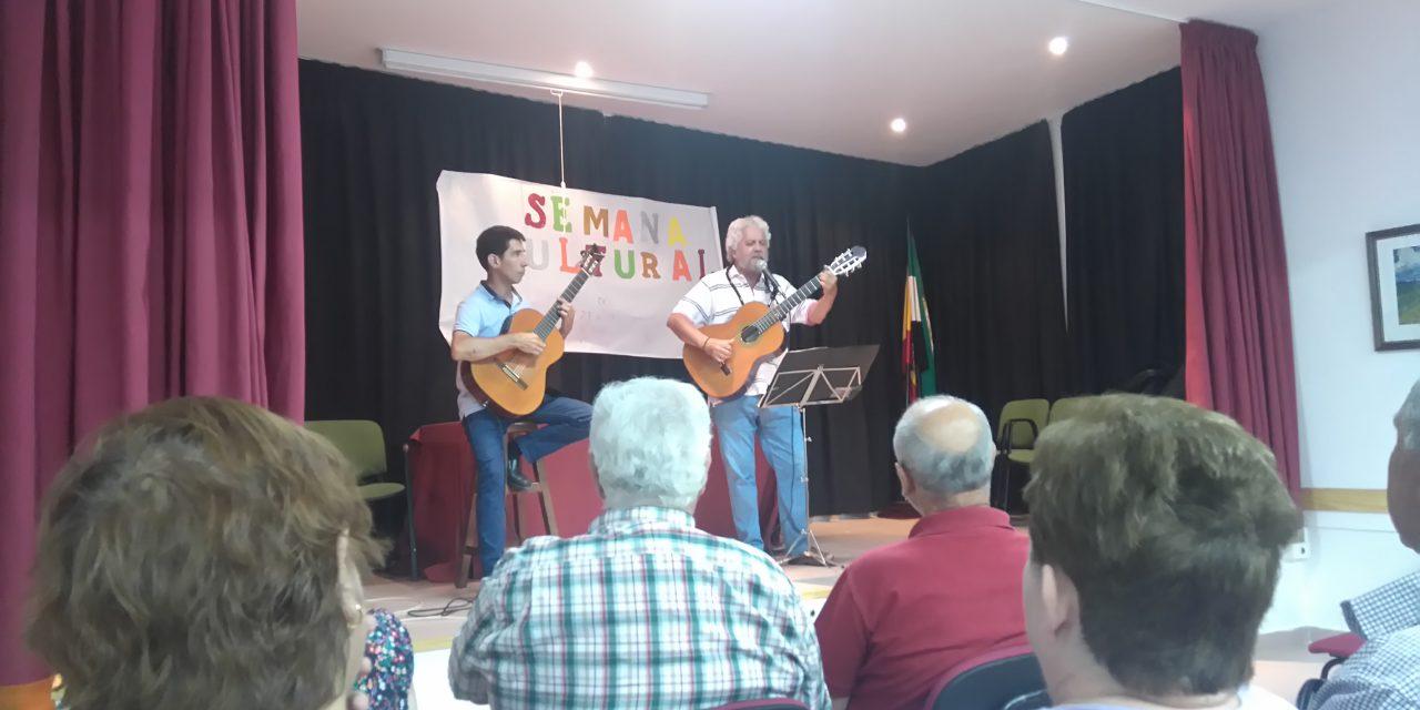 El cantautor Miguel Ángel Gómez Naharro finaliza la Semana Cultural de Bohonal de Ibor