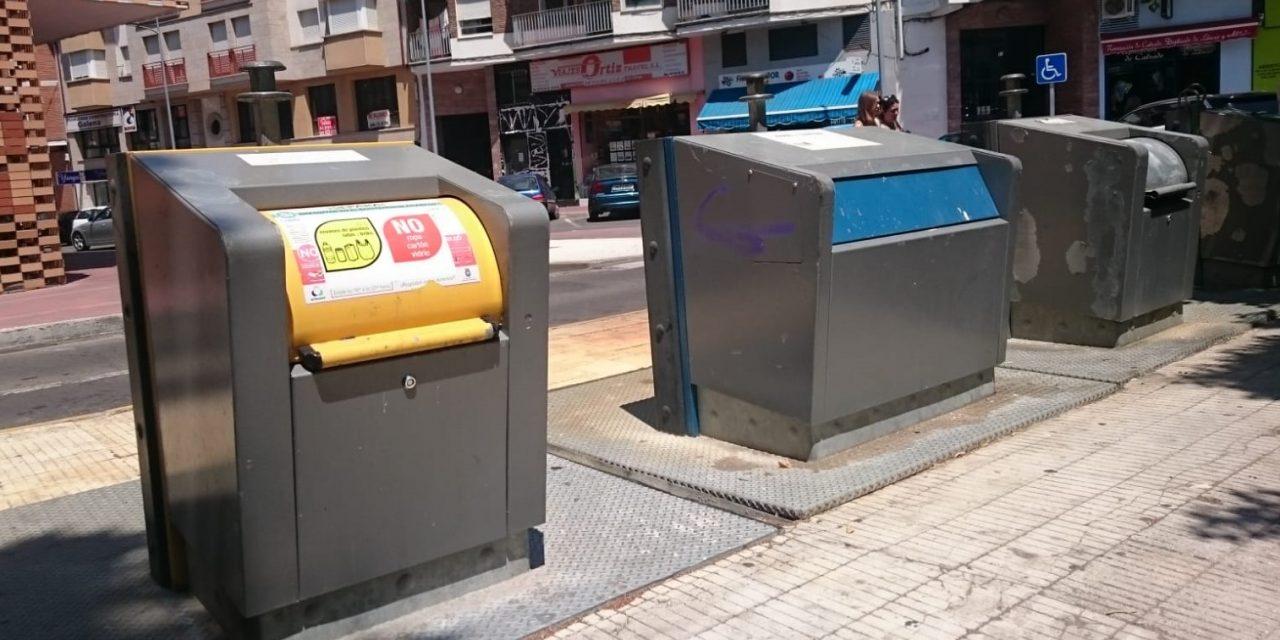 Navalmoral inicia una campaña contra el arrojo de basura fuera de los contenedores
