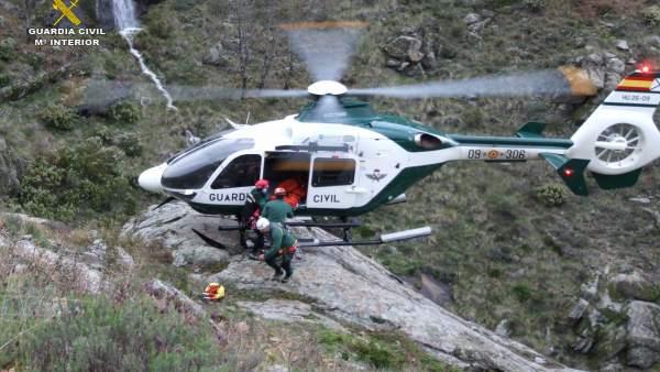 Una mujer de 46 años rescatada con el helicóptero de la Guardia Civil en el Trabuquete