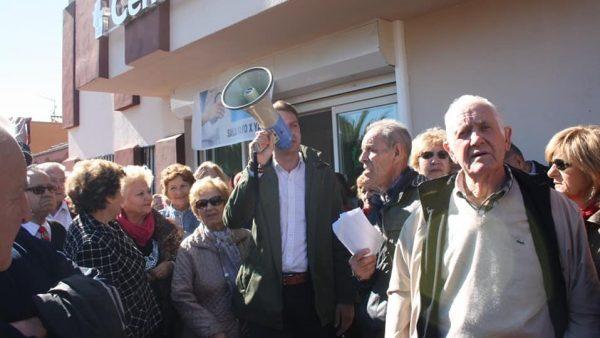 Usuarios del Centro de Salud de Jaraíz se manifiestan por la falta de médicos
