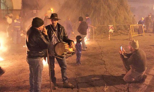 Miles de personas celebran los Escobazos 2018 en Jarandilla
