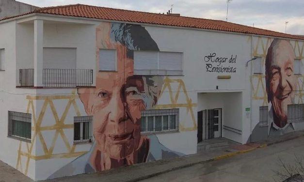 Talayuela rinde homenaje a sus mayores con un mural