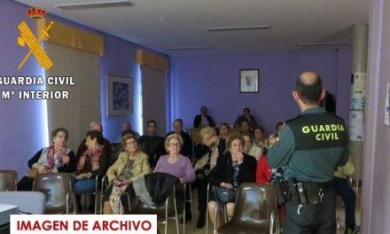 La Guardia Civil imparte charlas a los mayores en Cuacos de Yuste y Tejeda de Tietar