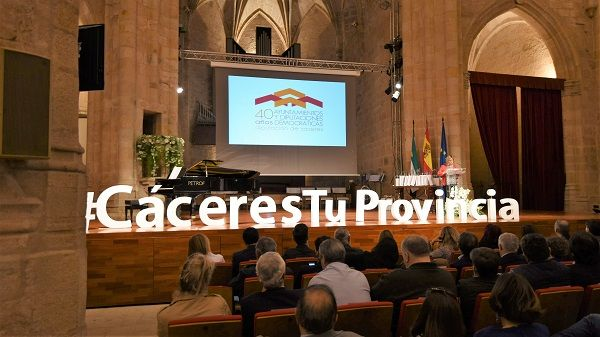 Diputación celebra un acto-homenaje en el 40 aniversario de Ayuntamientos y Diputaciones democráticas
