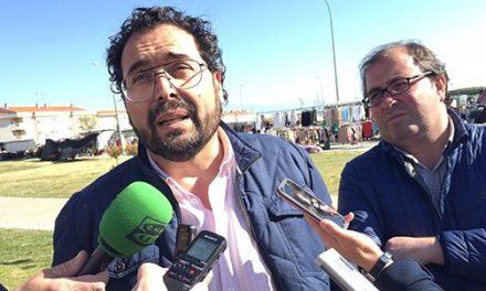 El PP moralo critica de nuevo al PSOE en el mercadillo municipal