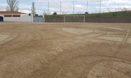 Destrozan el terreno del campo de fútbol de Peraleda de la Mata