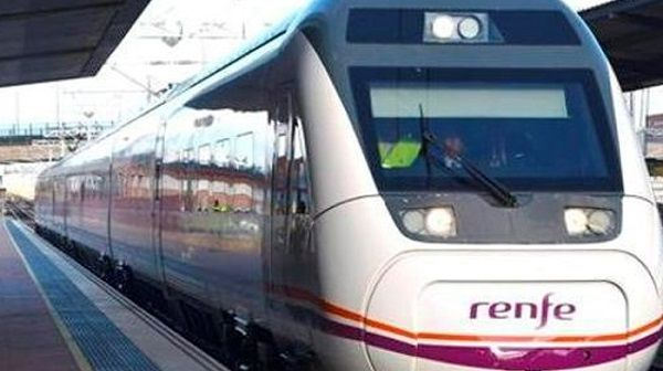 Adif vuelve a vender billetes en las taquillas del tren cerradas en España el primero de año