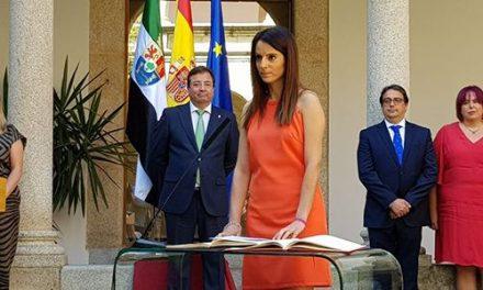 La morala Nuria Flores promete su cargo como Consejera de la Junta de Extremadura