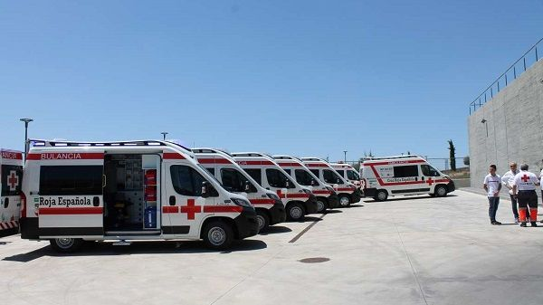 Cruz Roja Extremadura recibe seis ambulancias y una UCI móvil financiadas por la Junta