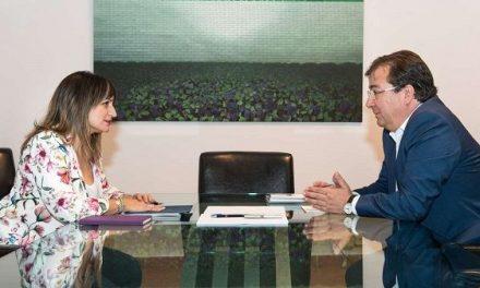 La alcaldesa morala, Raquel Medina, se reúne con el presidente, Fernández Vara