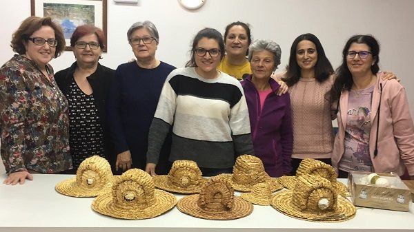 Las mujeres de Bohonal vuelven a tejer las Gorras de Centeno
