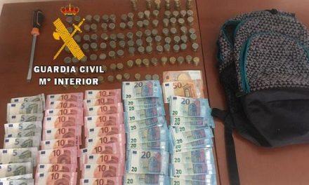 La Guardia Civil recupera los 1.800€ que tres encapuchados acababan de robar en un área de servicio de la A-5