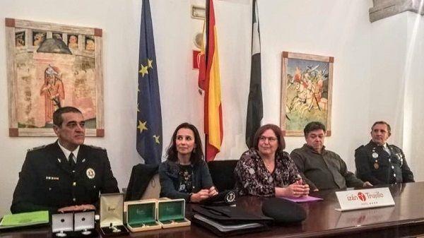 Begoña García valora la labor de las plantillas de policías locales en Extremadura