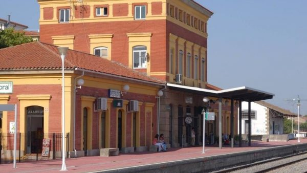 Navalmoral no está entre las 150 taquillas que ha cerrado Renfe en estaciones de toda España