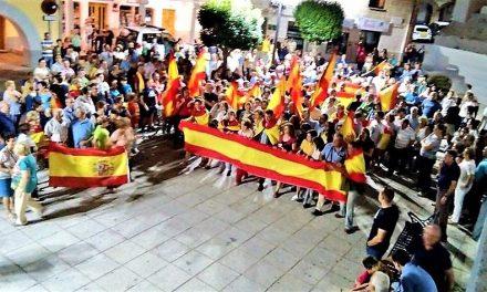 Ciudadanos del entorno salen a la calle en apoyo de las Fuerzas de Seguridad