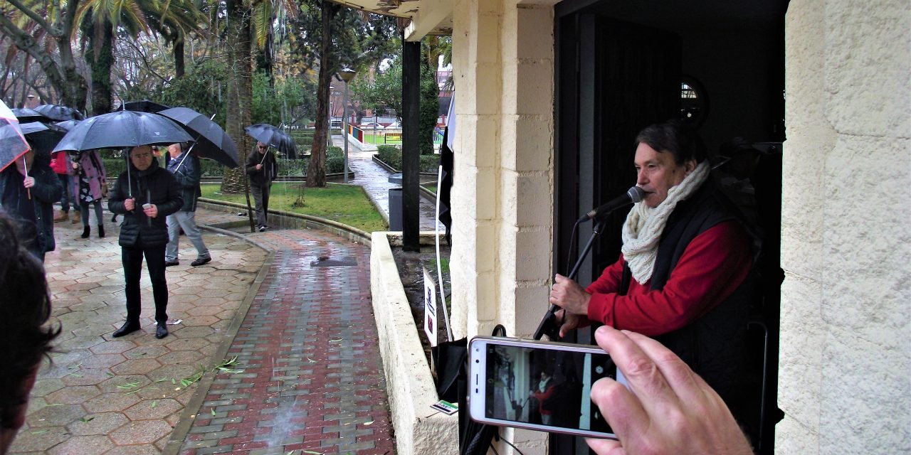 Milana Bonita vuela en Navalmoral bajo un aguacero