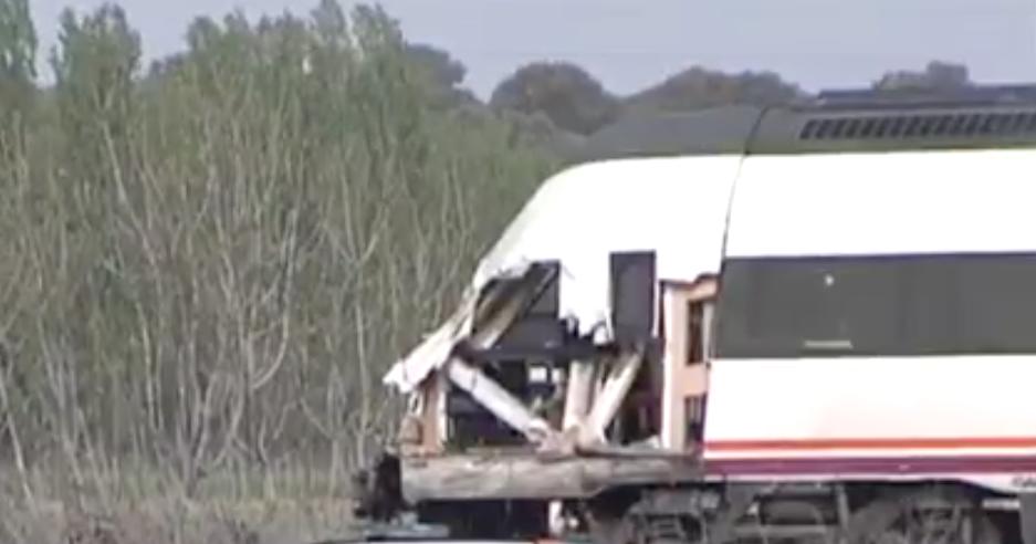 Un tren arolla un camión en Alberche y afecta al tráfico ferroviario