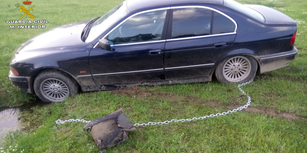 La Guardia Civil detiene a dos varones y recupera, en Deleitosa, dos vehículos robados