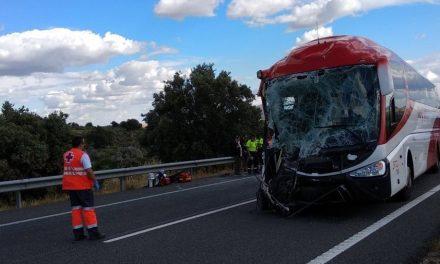 13 heridos al chocar un camión y un autobús cerca de Trujillo