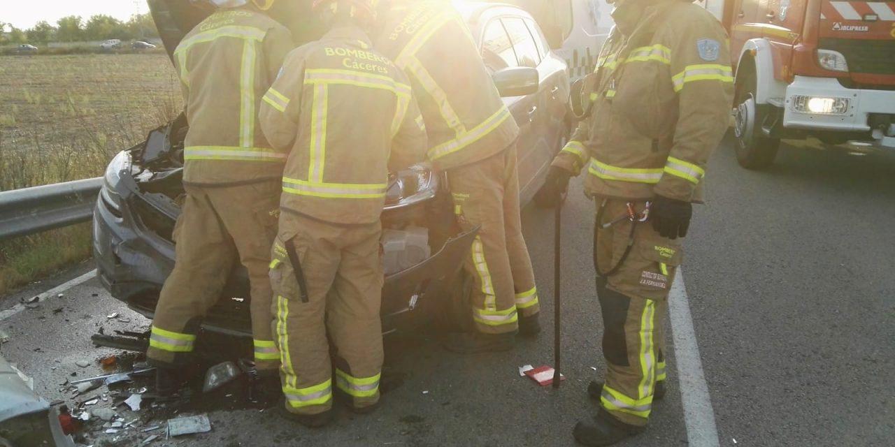 Fallece un hombre y una mujer resulta herida en un accidente ocurrido en la carretera de Valdehúncar