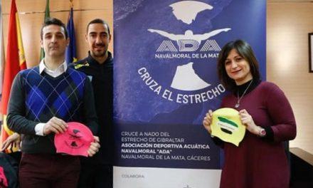 La alcaldesa morala recibe a los nadadores de ADA que cruzarán el Estrecho de Gibraltar a nado