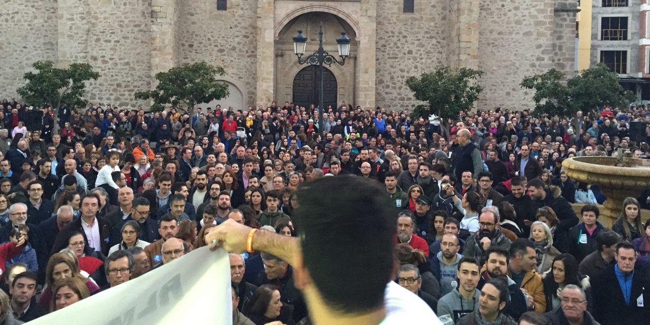 """Unas 5.000 personas piden en Navalmoral la """"Continuidad para Almaraz"""""""