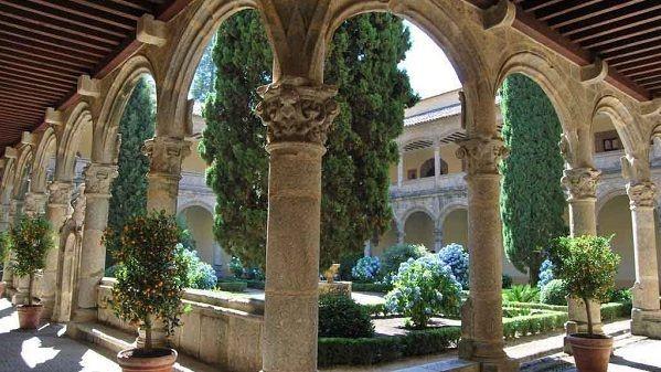 "Los 44000  volúmenes de la ""Biblioteca de Yuste""  regresan al Monasterio"