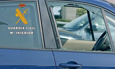 Dos jóvenes moralos, uno menor, detenidos por robos con fuerza en vehículos