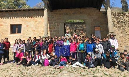 Más de 200 escolares de Talayuela y Navalmoral visitan la Fundación Yuste en marzo