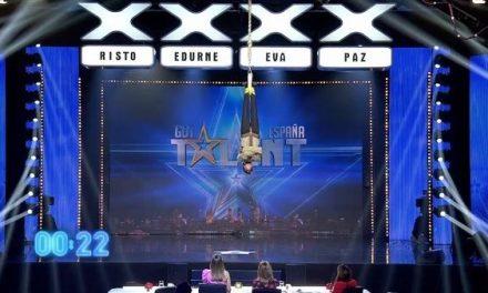 El mago y escapista moralo, Alfred Cobami, actuó anoche en Got Talent