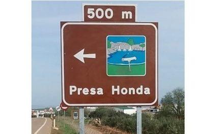 La Junta instala 305 señalizaciones en las 65 zonas de baño de Extremadura