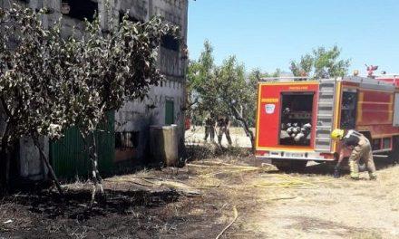 Arde una nave agrícola en Tiétar