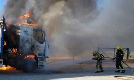 Arde la cabeza tractora de un tráiler, en la zona del Ferial de Talayuela.