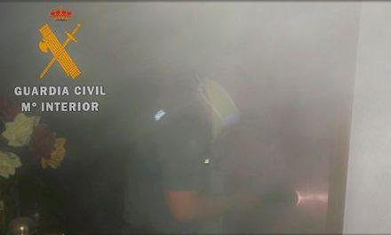 La Guardia Civil rescata de un incendio a dos mujeres en Jaraíz