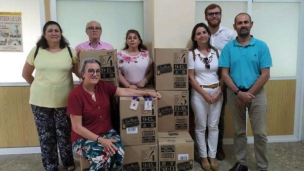 """La cofradía morala, Jesús de Medinaceli, entrega más de 3.000 pañales a """"Ayuda a la Vida"""""""