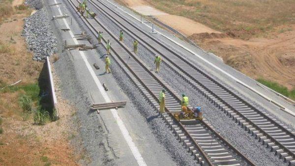 Adif AV adjudica el suministro de balasto para renovar el tramo Monfragüe-Plasencia